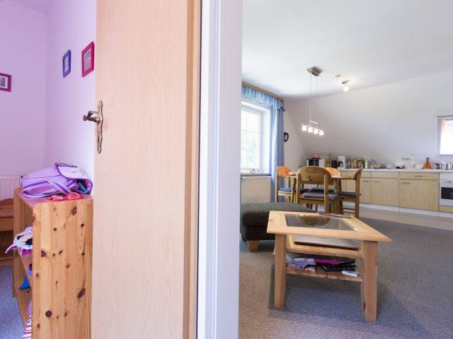 Ferienwohnung Hasenwinkel Wohnzimmer und Schlafzimmer